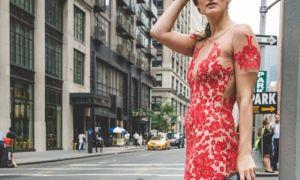 Как носить прозрачное платье
