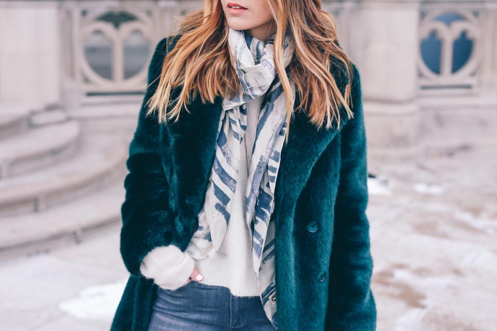 Как носить меховое пальто