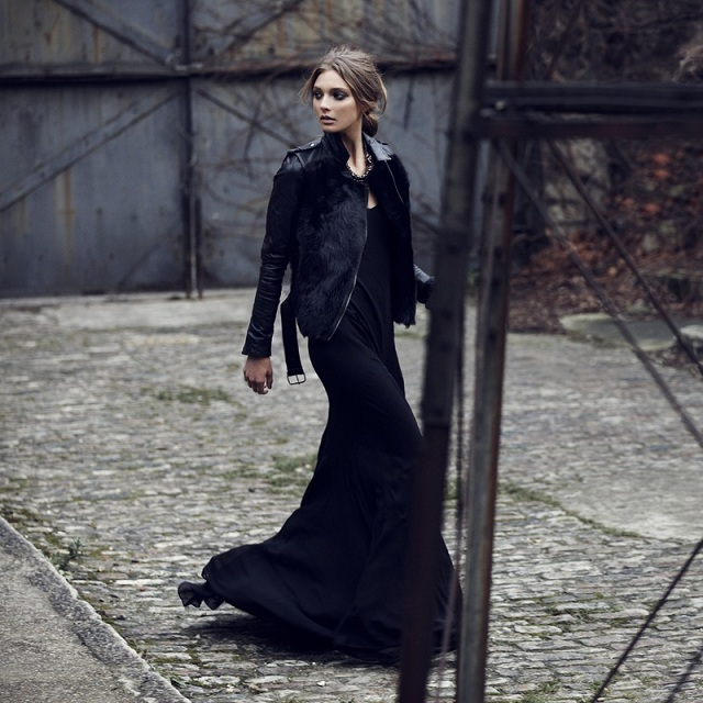 Как носить длинное трикотажное платье зимой