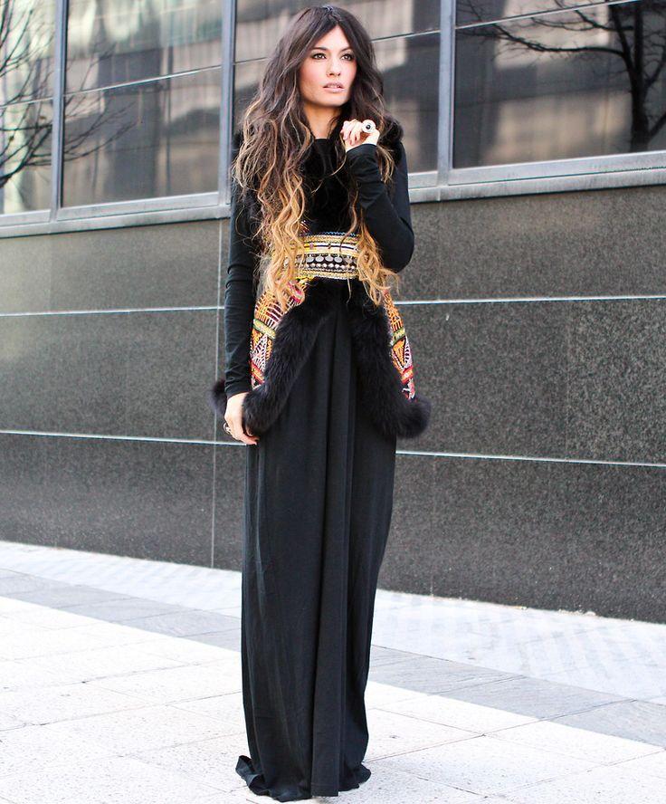 Длинное вязаное платье зимой