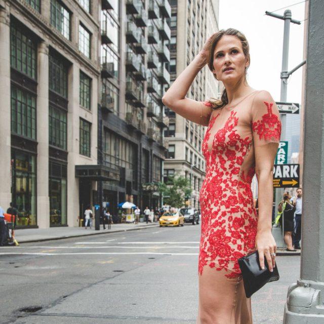 5d3614bdc88 Как носить прозрачное платье  идеи и примеры (фото и видео)