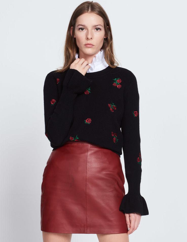 Модный черный свитер