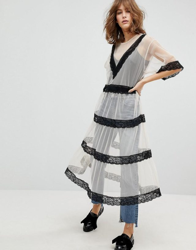 Прозрачное платье с кружевом