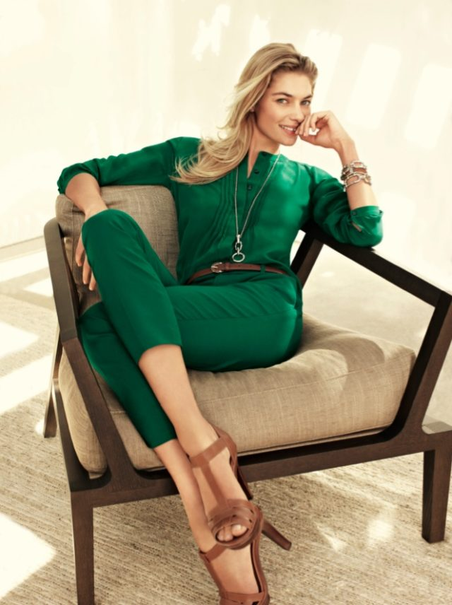 Как носить изумрудную зелёную блузку